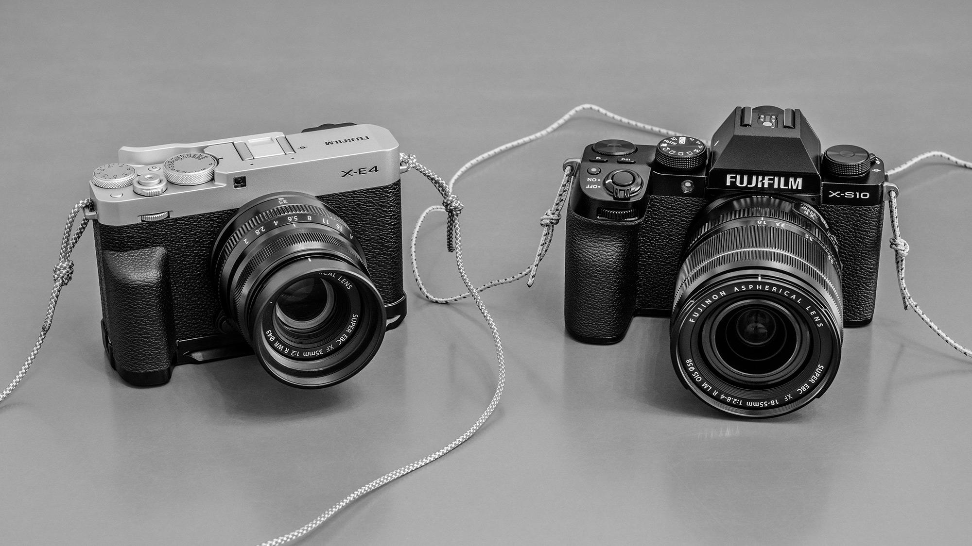 Die Fujifilm X-E4 und die X-S10, Foto: Martin Hülle